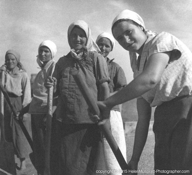 Soviet farm labourers 1936 (Helen Muspratt)