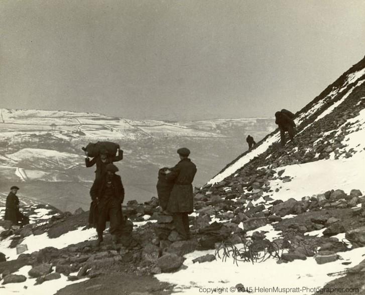 Miners picking coal, S Wales 1937 (Helen Muspratt)