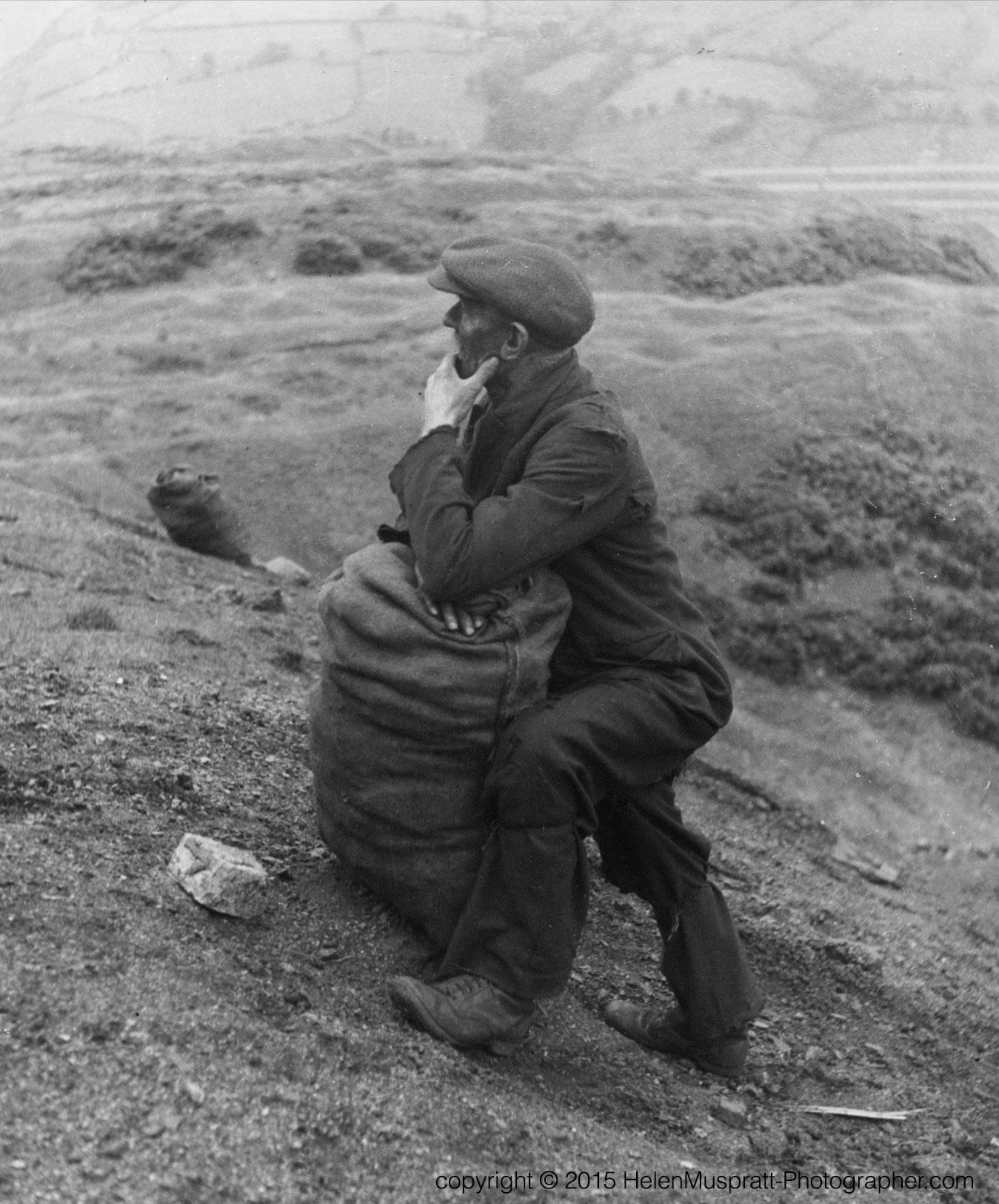 Welsh Miner picking coal 1937 (Helen Muspratt)